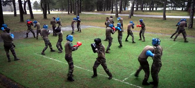 Légion étrangère 13e DBLE - entraînement au combat à mains nues