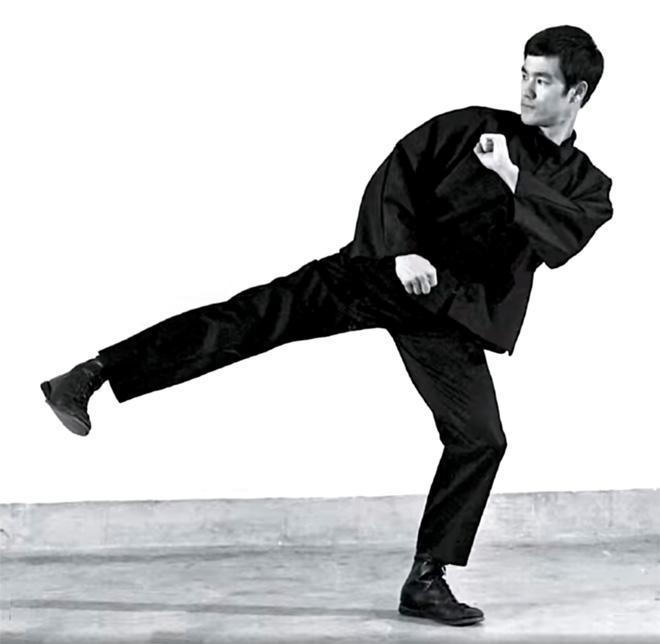 Bruce Lee low side kick