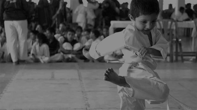 Enfant dans un club d'arts martiaux